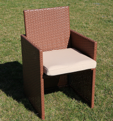 Rattan dining set in light brown